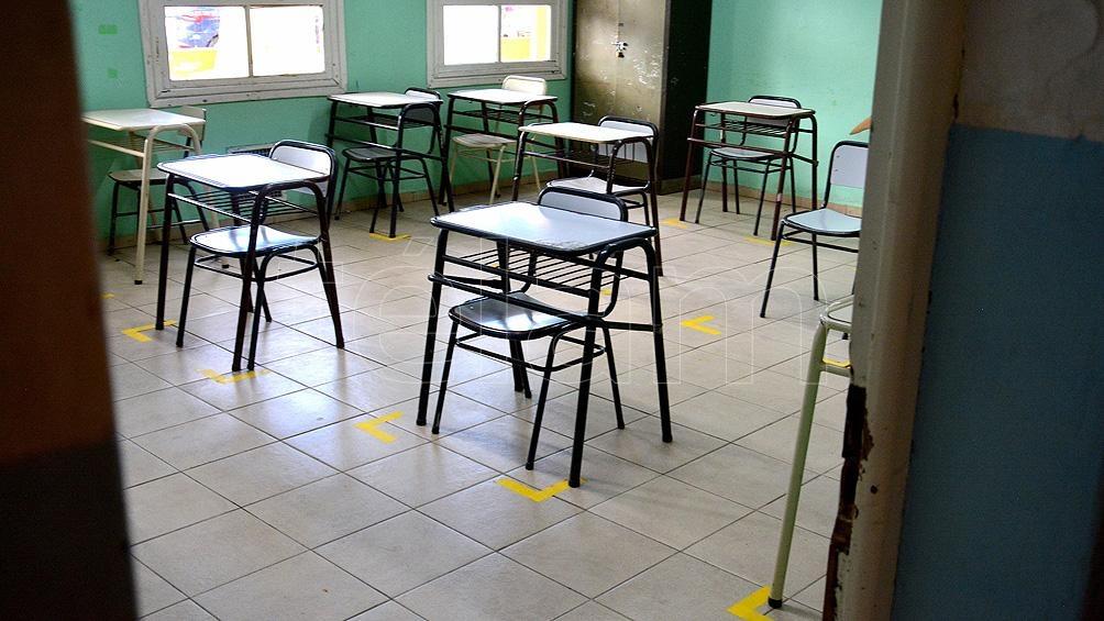 La cantidad de alumnos en forma presencial dependerá de la superficie con que cuenta el aula.