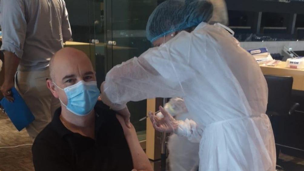 A lo largo de la pandemia, Uruguay registra 53.973 contagios y 588 decesos, según la Universidad Johns Hopkins.