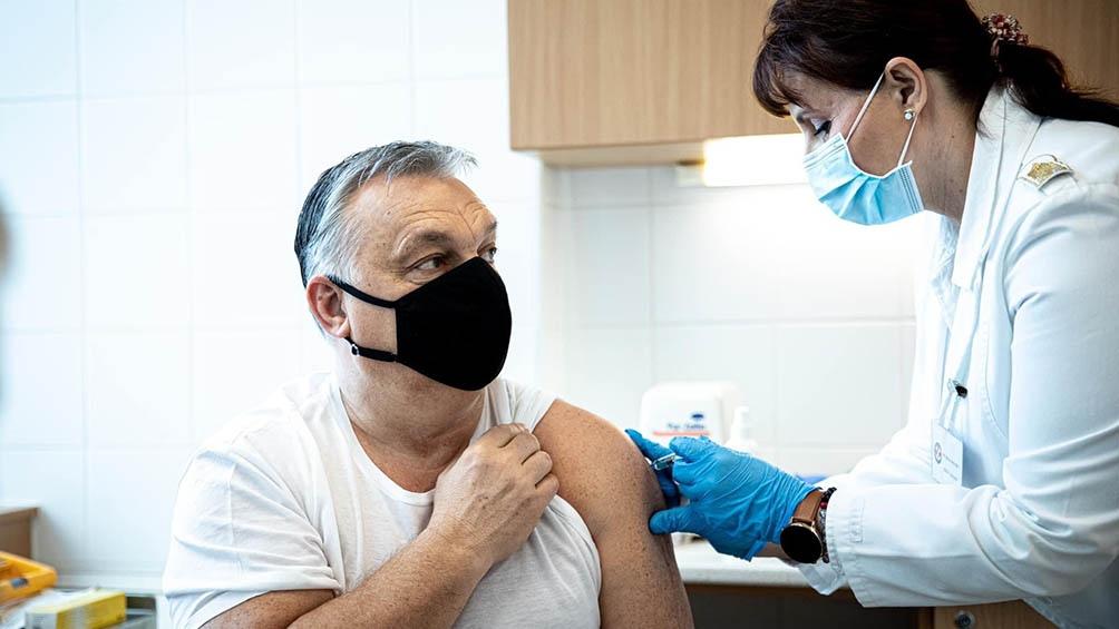 El premier úngaro Viktor Orban se vacunó con la vacuna China que la UE aún no aprobó