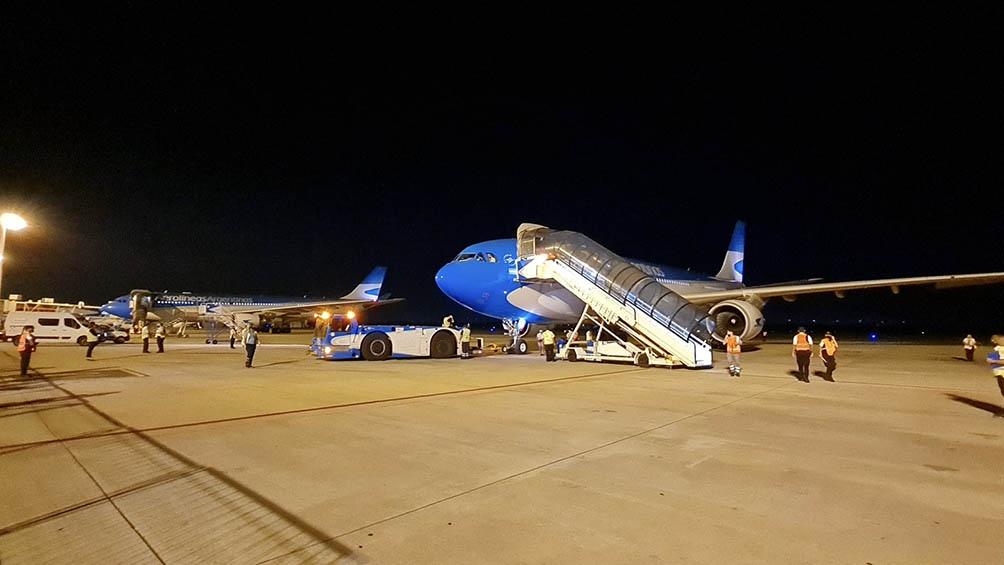 Los aviones de Aerolíneas, al despegar desde Ezeiza rumbo a Moscú.