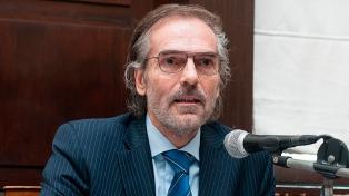 Casación: los jueces siguen sin reunirse y Hornos suma acusaciones por sus visitas a Macri