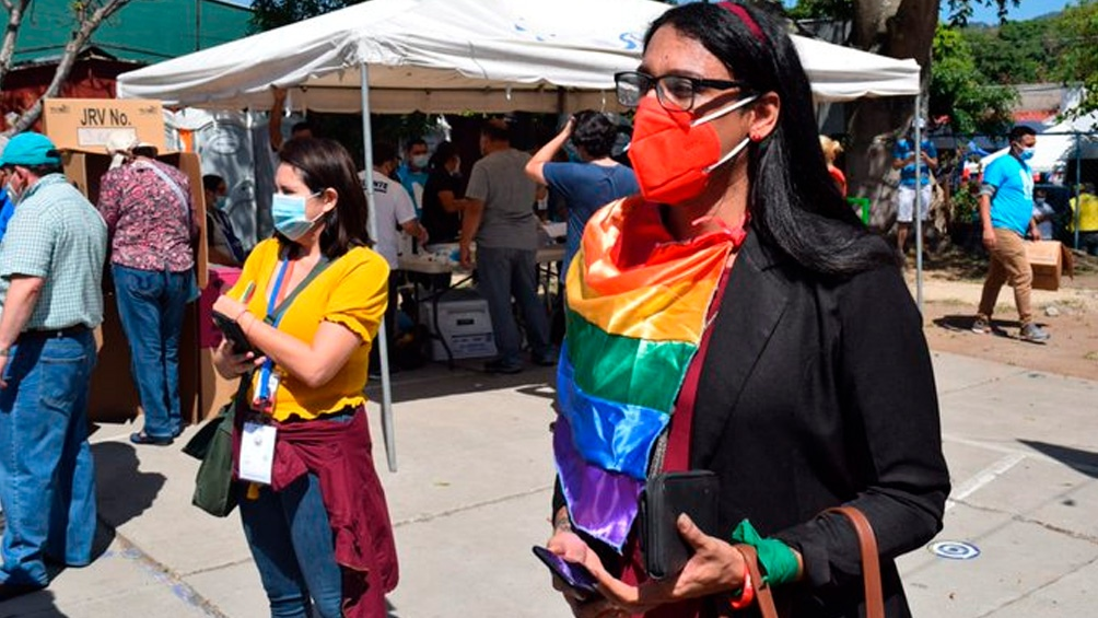 Alejandra Menjívar tiene 35 años y es militante del FMLN desde 2008.
