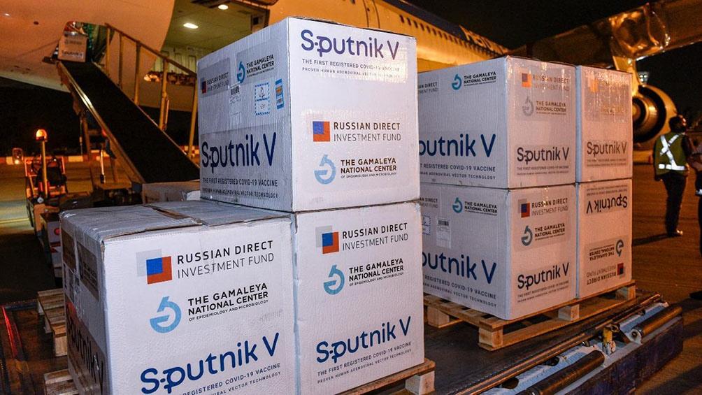 Llegada de más de 517 mil dosis de Sputnik V a Ezeiza.