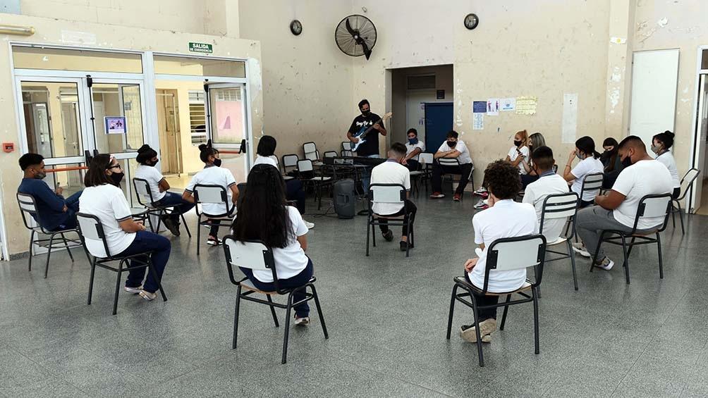 """En Mendoza permanecen las clases presenciales en todos los niveles bajo el sistema de """"burbujas""""."""