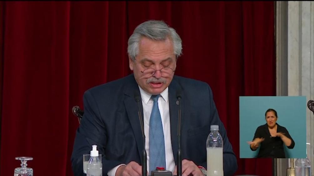 En su discurso Fernández repasó los programas de acompañamiento y portección de las mujeres.