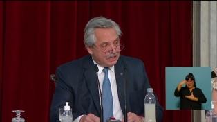 """Fernández: las medidas para reducir el impacto de la pandemia fueron """"una decisión política"""""""