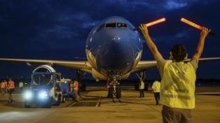 Llegó a Moscú un nuevo vuelo de Aerolíneas Argentinas para traer vacunas Sputnik V
