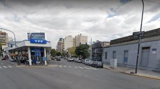 Inhabilitaron la licencia de conducir de una mujer que chocó, volcó y mordió a policías
