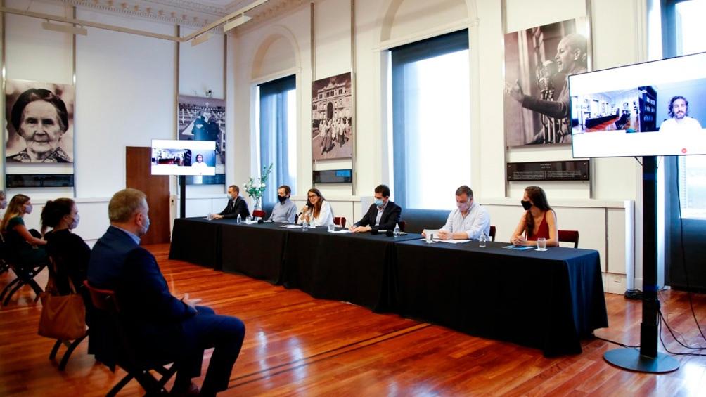 """Cafiero destacó los centros como """"un nuevo paso de consolidación estructural de las tareas que viene desarrollando el Ministerio de las Mujeres""""."""