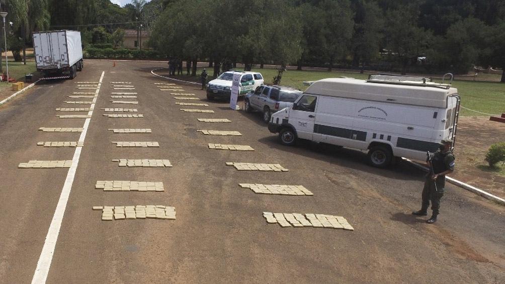 Autoridades policiales de la localidad misionera detuvieron a un hombre que circulaba con una tonelada de marihuana en su camioneta.