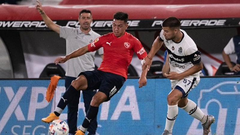 Alan Velasco dio positivo en coronavirus y es baja en Independiente