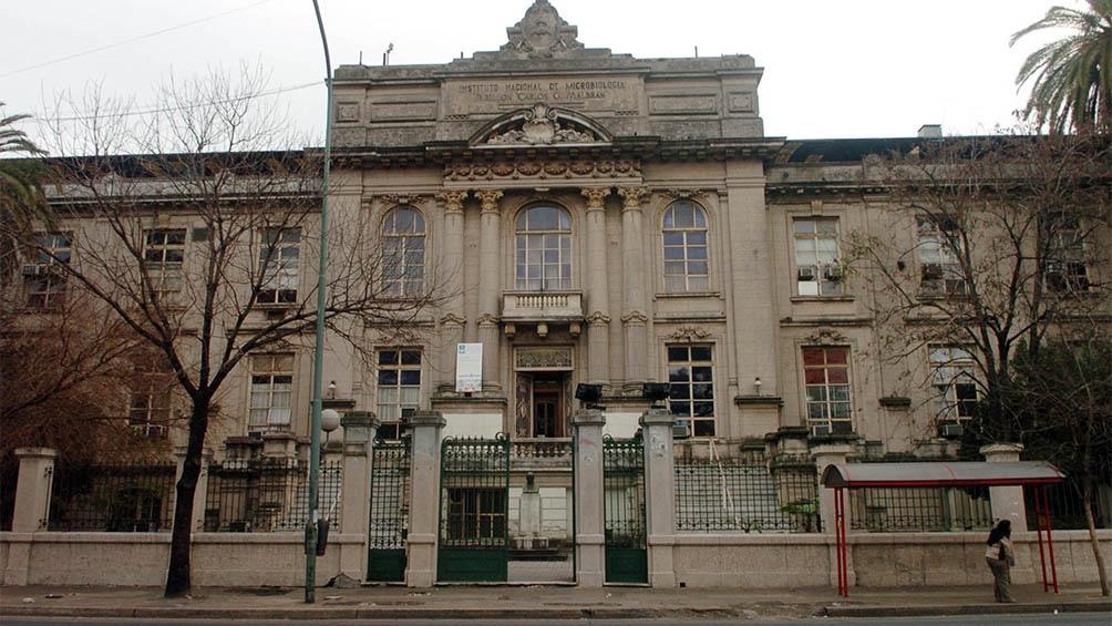 El Instituto Malbrán, inaugurado en julio de 1916, está en la avenida Vélez Sarfield, en el barrio porteño de Barracas.