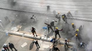 Ascienden a 320 los muertos en las protestas contra el golpe de Estado en Myanmar