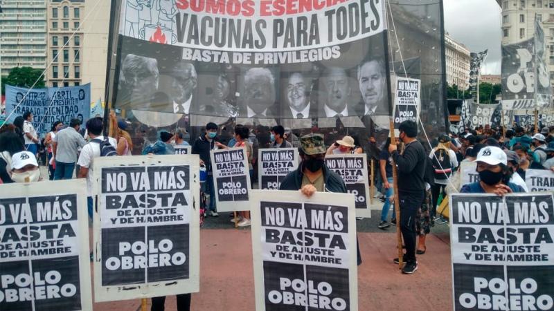 Organizaciones sociales de izquierda protestan en las inmediaciones del Obelisco
