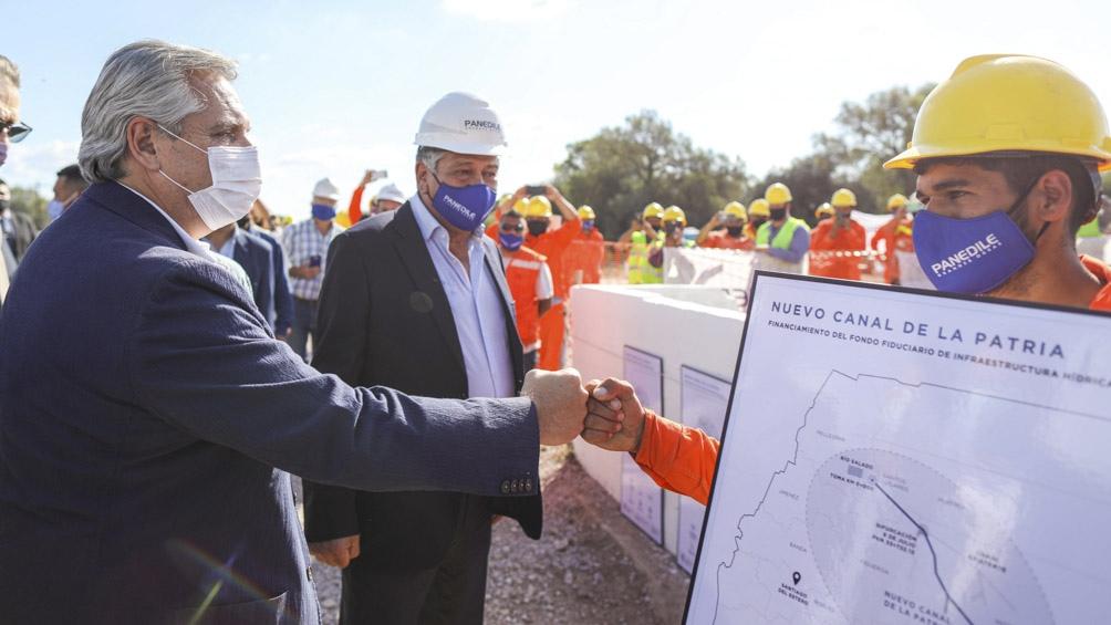 El Presidente y el gobernador santiagueño inauguraron obras hídricas en la provincia.
