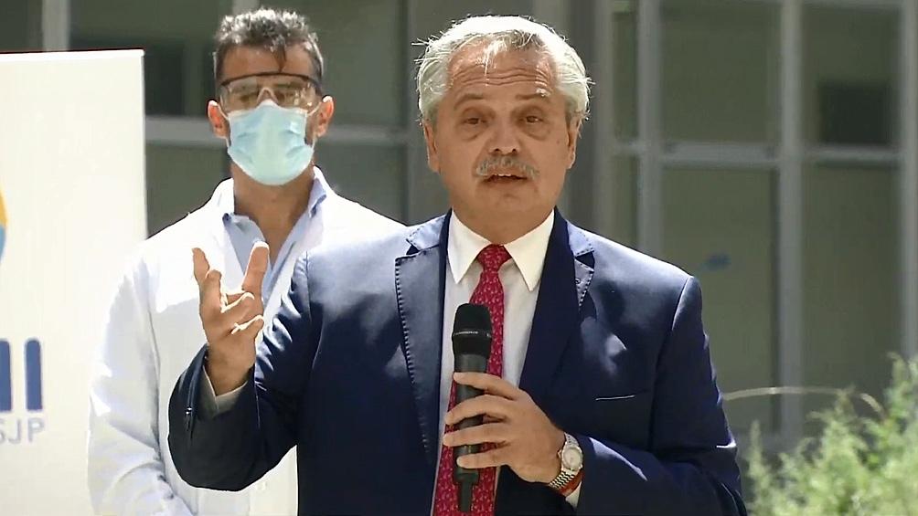 El Presidente recorrió el operativo de vacunación en el Hospital del Bicentenario de Ituzaingó.
