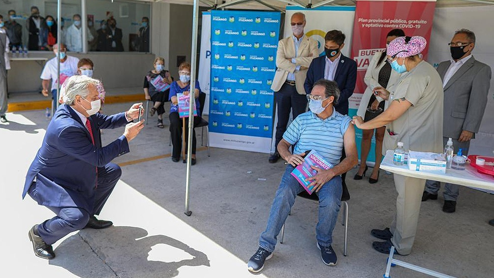 """""""Tenemos que vacunar a mucha más gente"""", señaló el jefe de Estado en su mensaje pronunciado en el Hospital Bicentenario."""