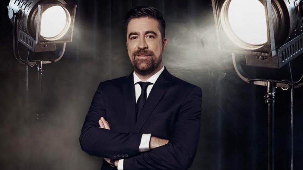 Rafa Sarmiento, quien desde 2010 conduce las transmisiones latinoamericanas de la señal TNT durante la temporada de premios al cine y la televisión.