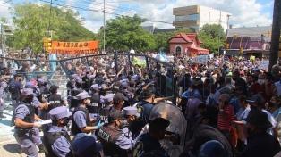 Protestas y manifestantes heridos tras el anuncio de regreso a Fase 1 en Formosa