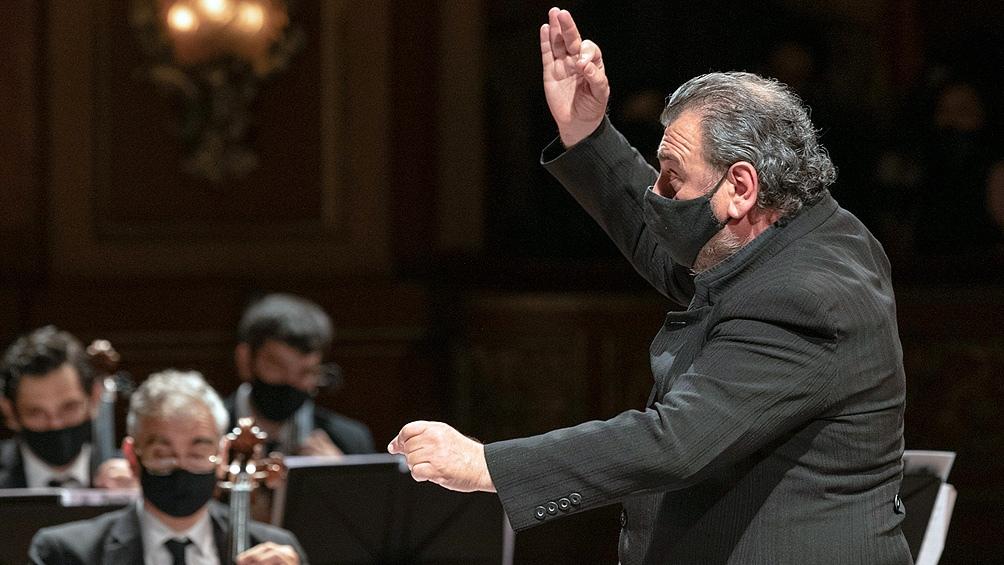 """Gorelik dirigió el inicio del concierto en el que la Orquesta Estable ofrendó la """"Obertura Tanguera"""", de Esteban Benzecry."""