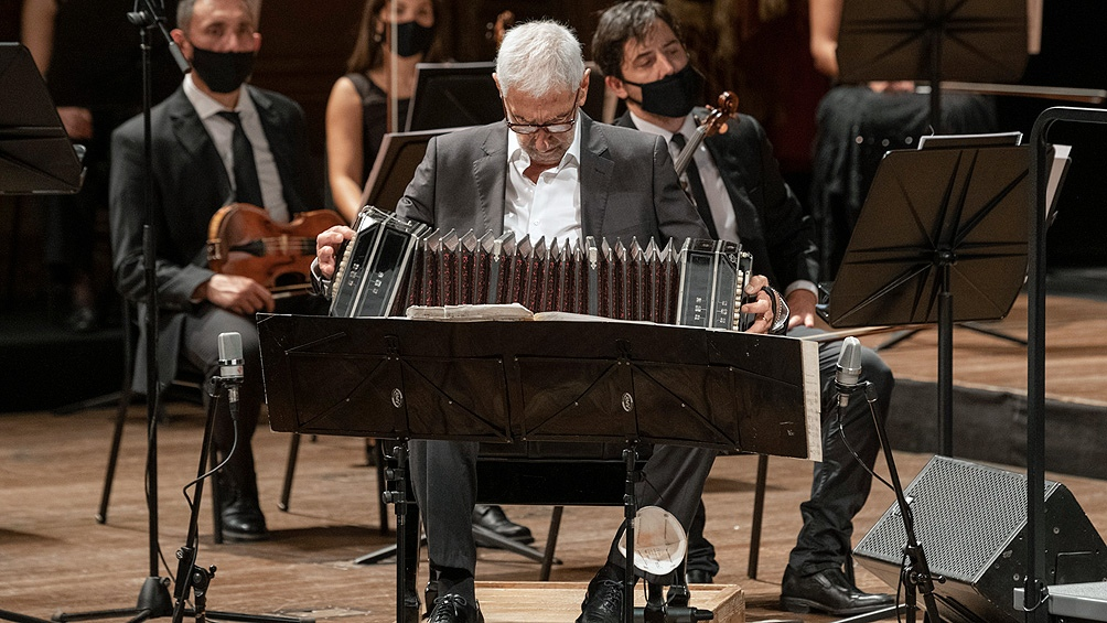 El pulso maestro de Juan José Mosalini sobresalió en el magnífico concierto.