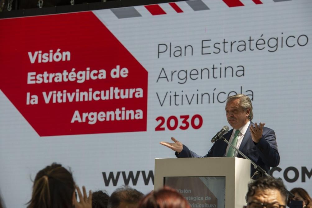 """Fernández: La intención es """"exporten más, generen más trabajo, se vuelvan más competitivos y tengan más utilidades""""."""