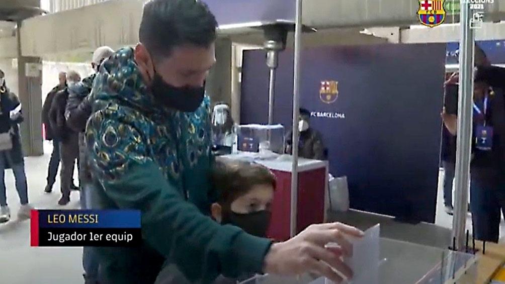 Messi votó por primera vez en las elecciones a la presidencia del Barcelona