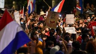 Inédita participación juvenil en las protestas contra el presidente Abdo Benítez