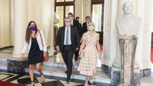 """Yañez destacó la """"valentía y compromiso"""" de las mujeres en la """"primera línea de batalla"""""""