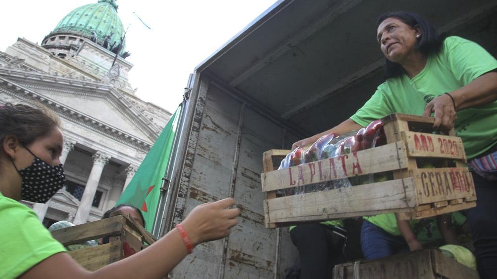 Verdurazo frente al Congreso donde se regalaron 4 mil kilogramos de productos.