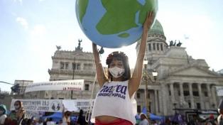 Masiva marcha de mujeres para reclamar el fin de los femicidios y una reforma judicial feminista