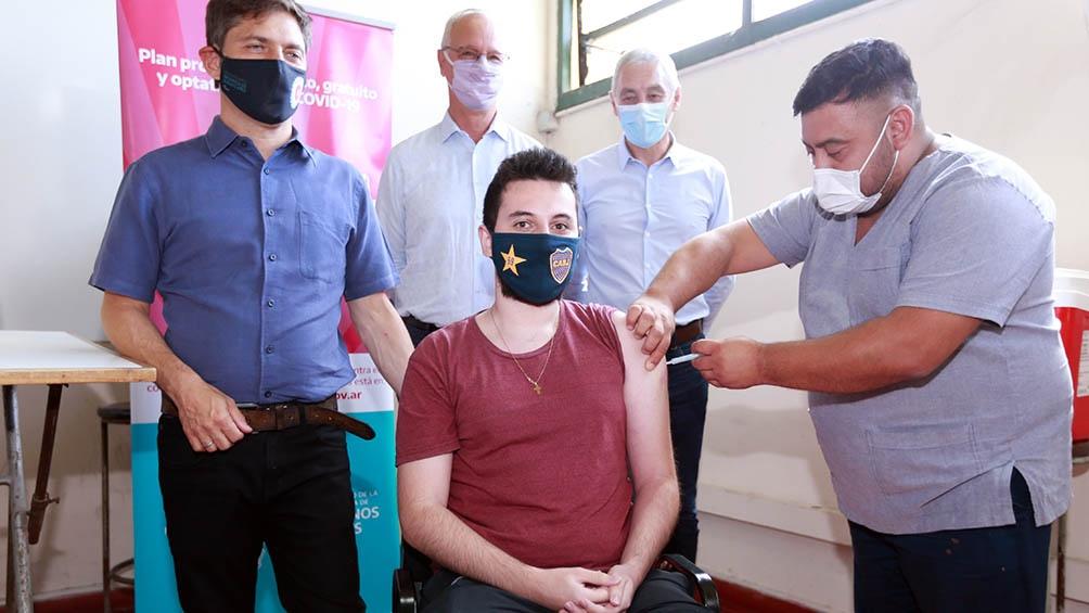 El gobernador bonaerense, Axel Kicillof, celebró que más de 58 mil personas fueron inoculadas.