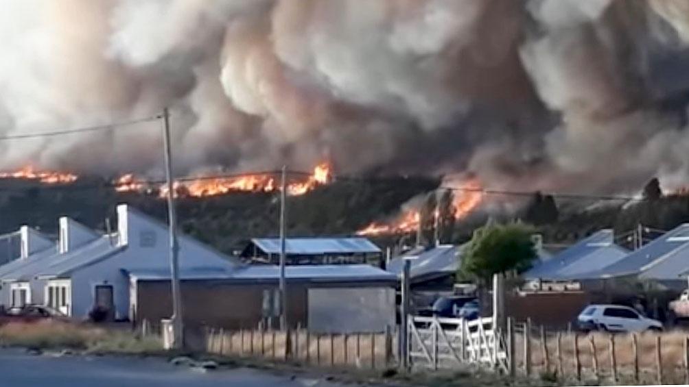 El fuego está a unos 35 kilómetros de El Bolsón