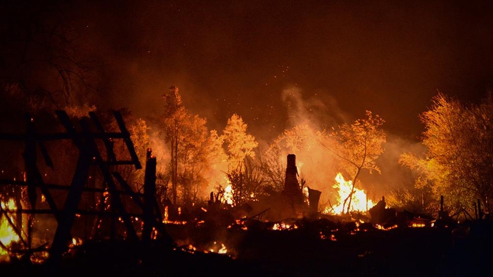 Unas 130 personas fueron evacuadas de Lago Puelo.