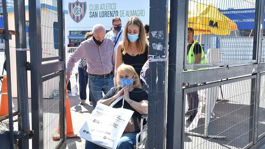 En el Club San Lorenzo los adultos mayores podían ingresar en auto hasta las postas para no tener que caminar.
