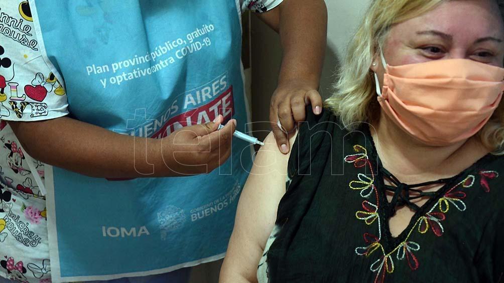 Las provincias implementan esquemas de vacunación a docentes en forma escalonada