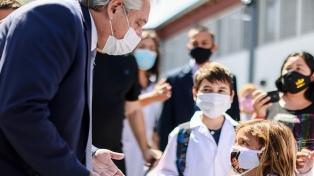 El Presidente y Kicillof recorrieron un centro de vacunación en Avellaneda