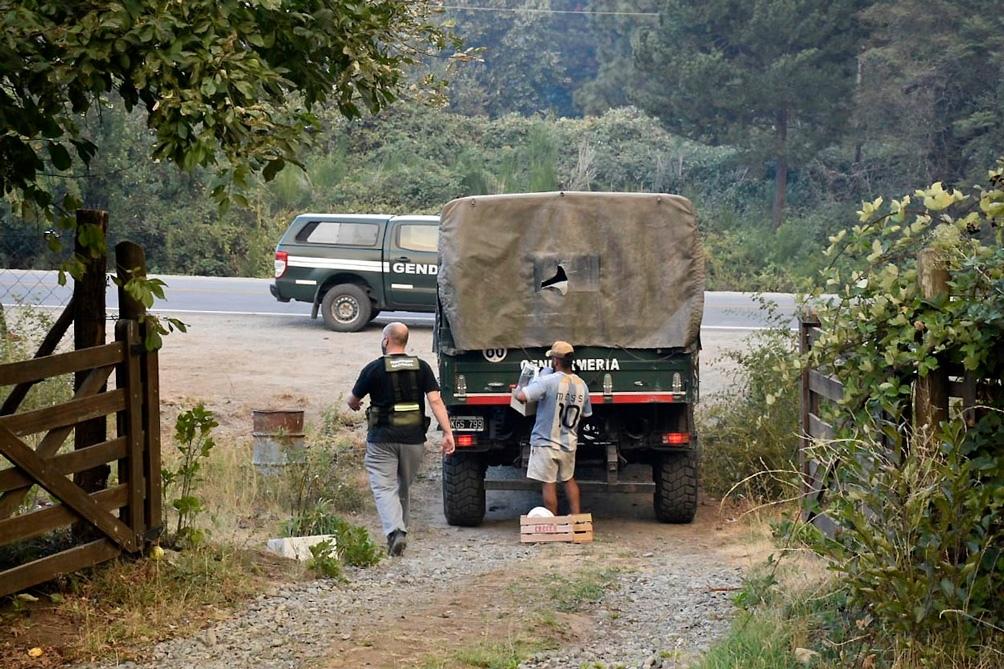 Río Negro aportó equipamiento y camiones para combatir el fuego