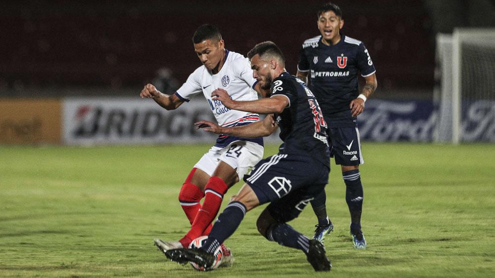San Lorenzo se llevó un valioso punto de Chile ante Universidad, con 10 hombres