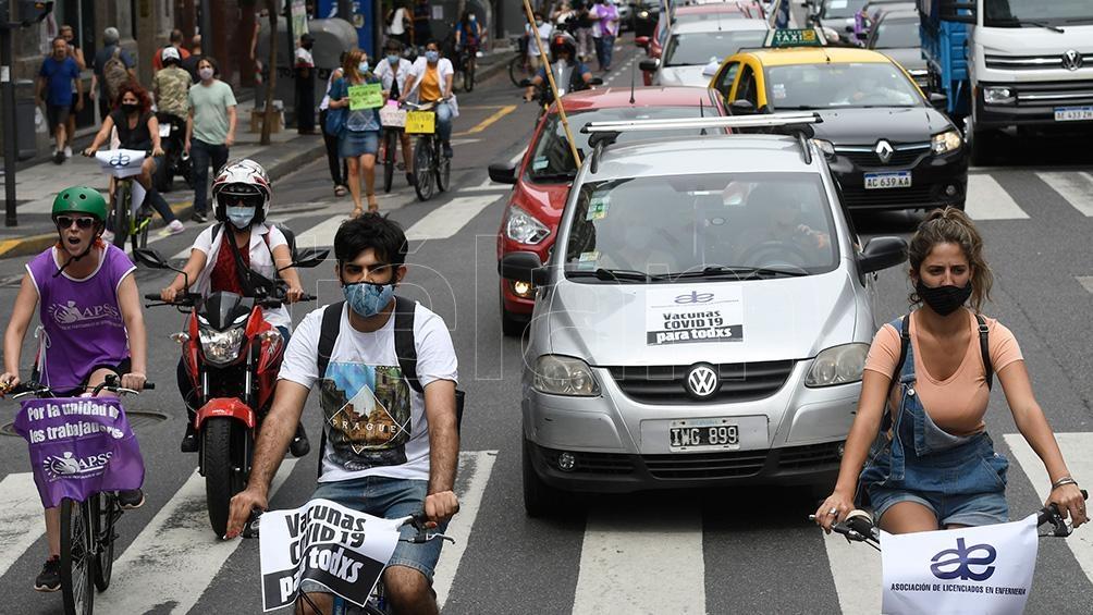 Los manifestantes se unieron caminando, en auto y en bicicleta.