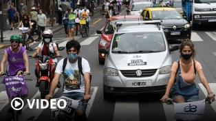 Enfermeros porteños realizaron una caravana en reclamo de un aumento salarial