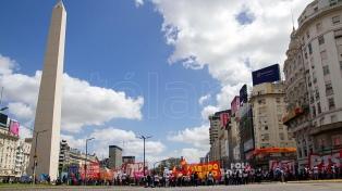 """Cooperativistas mantienen un acampe en el Obelisco, pero liberan el tránsito en búsqueda de """"diálogo"""""""