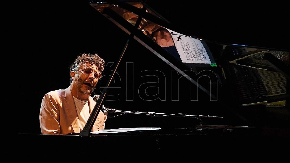 """""""Un hombre con un piano"""" fue el nombre de este show que brindó el cantante rosarino."""