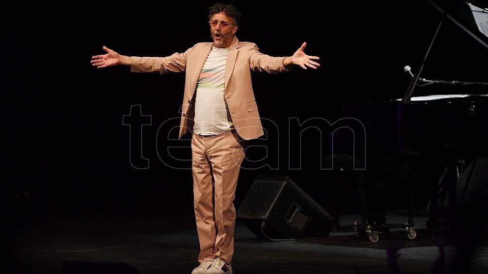Fito Páez retomó el contacto cara a cara con el público, en un intimista concierto ofrecido en el porteño Teatro Coliseo.