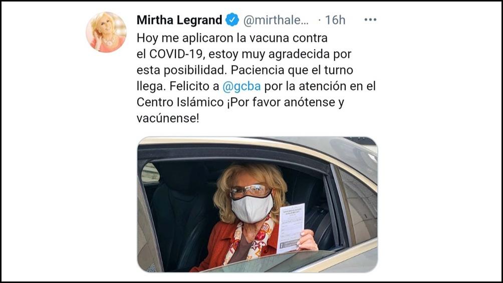 """¡Por favor anótense para vacunarse!"""", pidió la conductora en su cuenta de Twitter."""