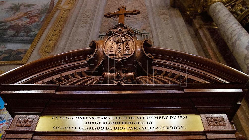 Confesionario de la Basílica San José de Flores, lugar donde Bergoglio toma la decisión de sumarse al sacerdocio.