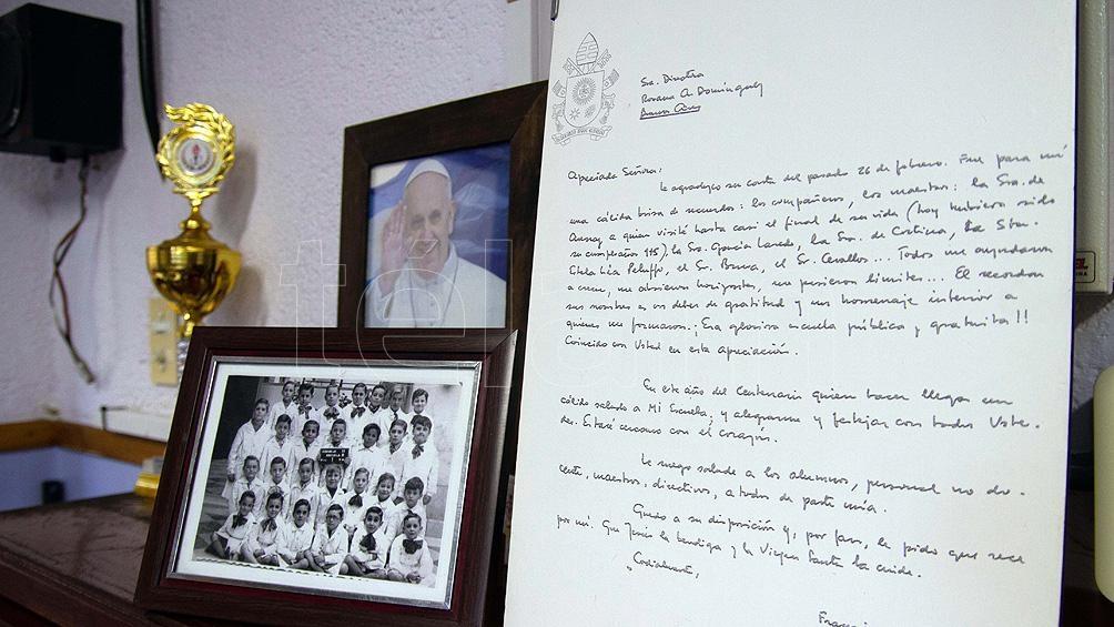 Escuela Coronel Pedro Cerviño, donde Bergoglio realizó sus estudios primarios, exhibe una carta enviada por el Papa.