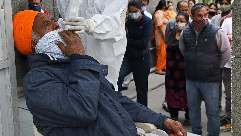 Nuevos confinamientos y restricciones ante el avance desenfrenado del coronavirus