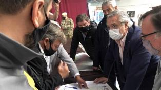 El Presidente sobrevoló las zonas afectadas por los incendios en Chubut y anunció ayuda para la región