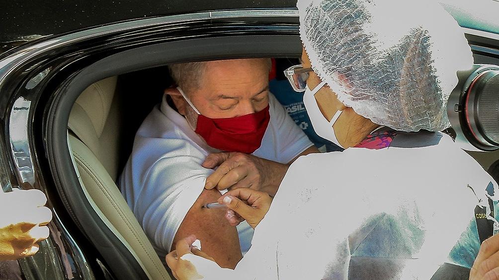 Lula se vacunó y convocó a la población a que se inmunice.